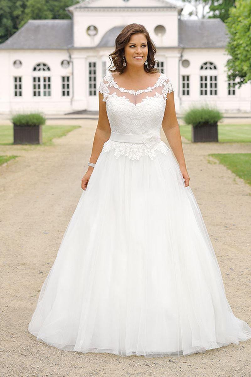 Wedding dresses for curvy brides  Curvy Bride Bride Hochzeit Hochzeitskleid Brautkleid Übergröße