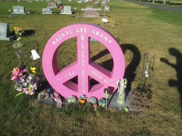 headstone peace pink please pierres tombales originales pinterest pierre tombale et. Black Bedroom Furniture Sets. Home Design Ideas