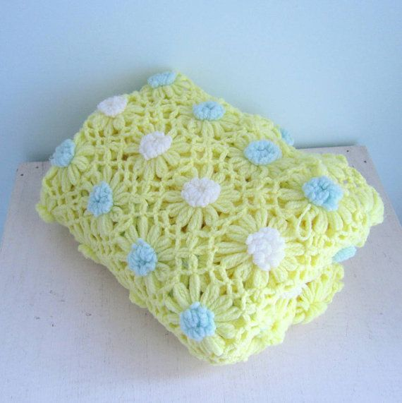 Vintage 70s Yellow Daisy Flower Afghan Throw Blanket Flower: Crocheted Daisy Flower Blanket