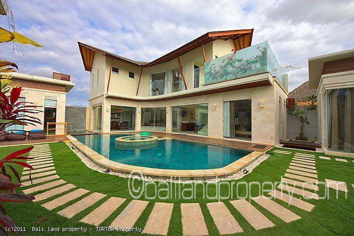 Modern villas for sale 3.5 bedroom 30 years extendable leasehold in Seminyak.