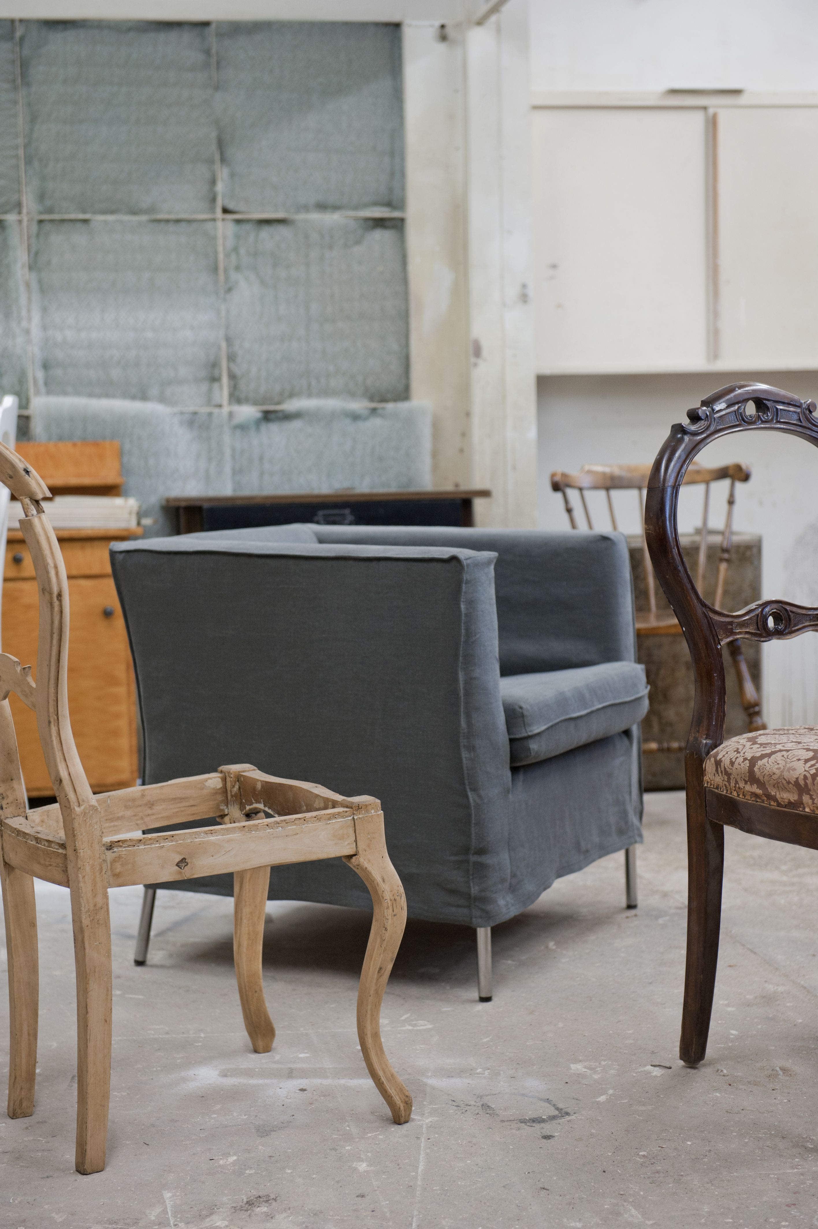 Industrial chic. Klappsta chair cover in Rosendal Loose Fit Urban Medium Grey. www.bemz.com