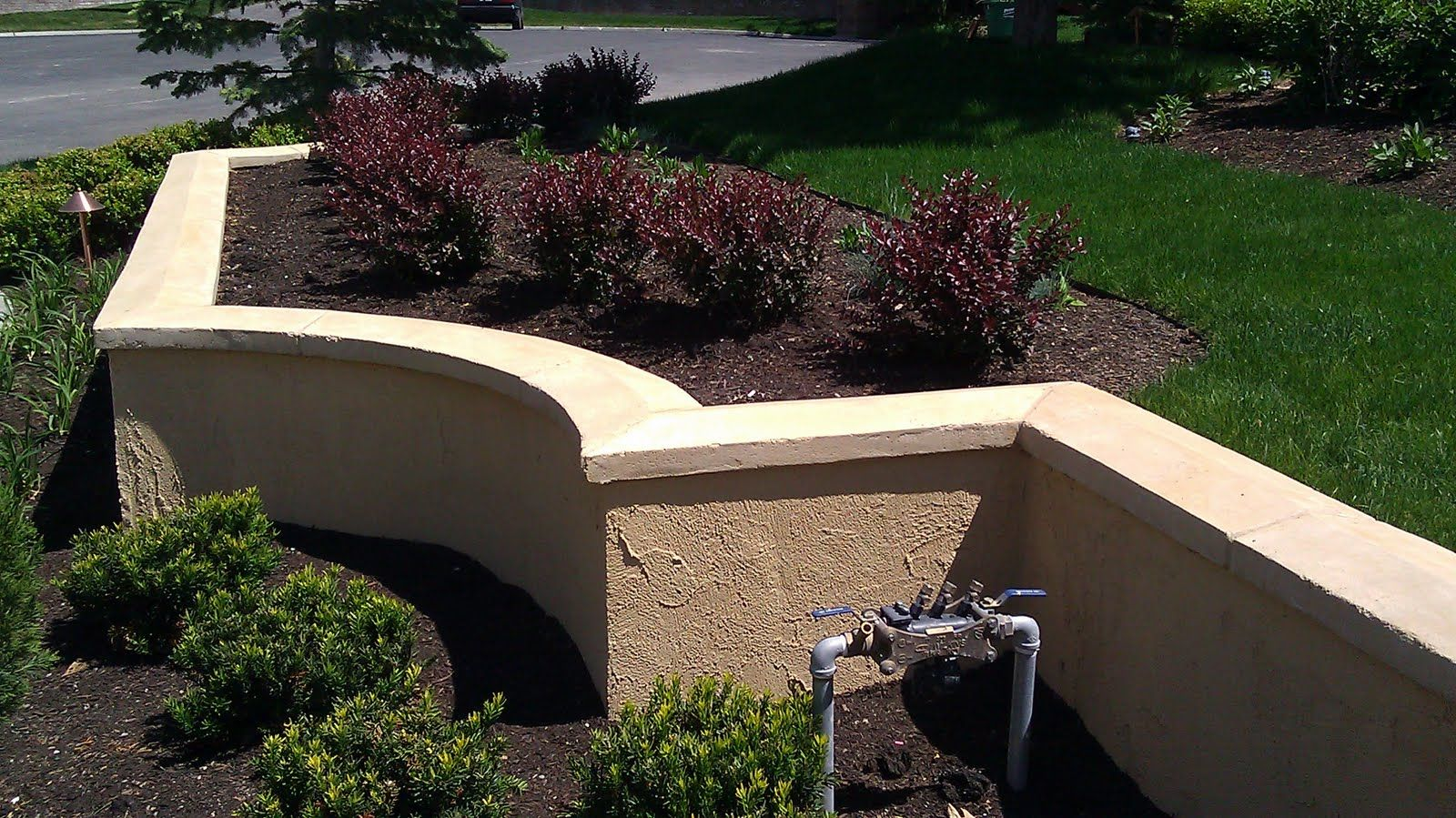 Cinder block retaining wall with stucco stucco tech for Concrete block stucco