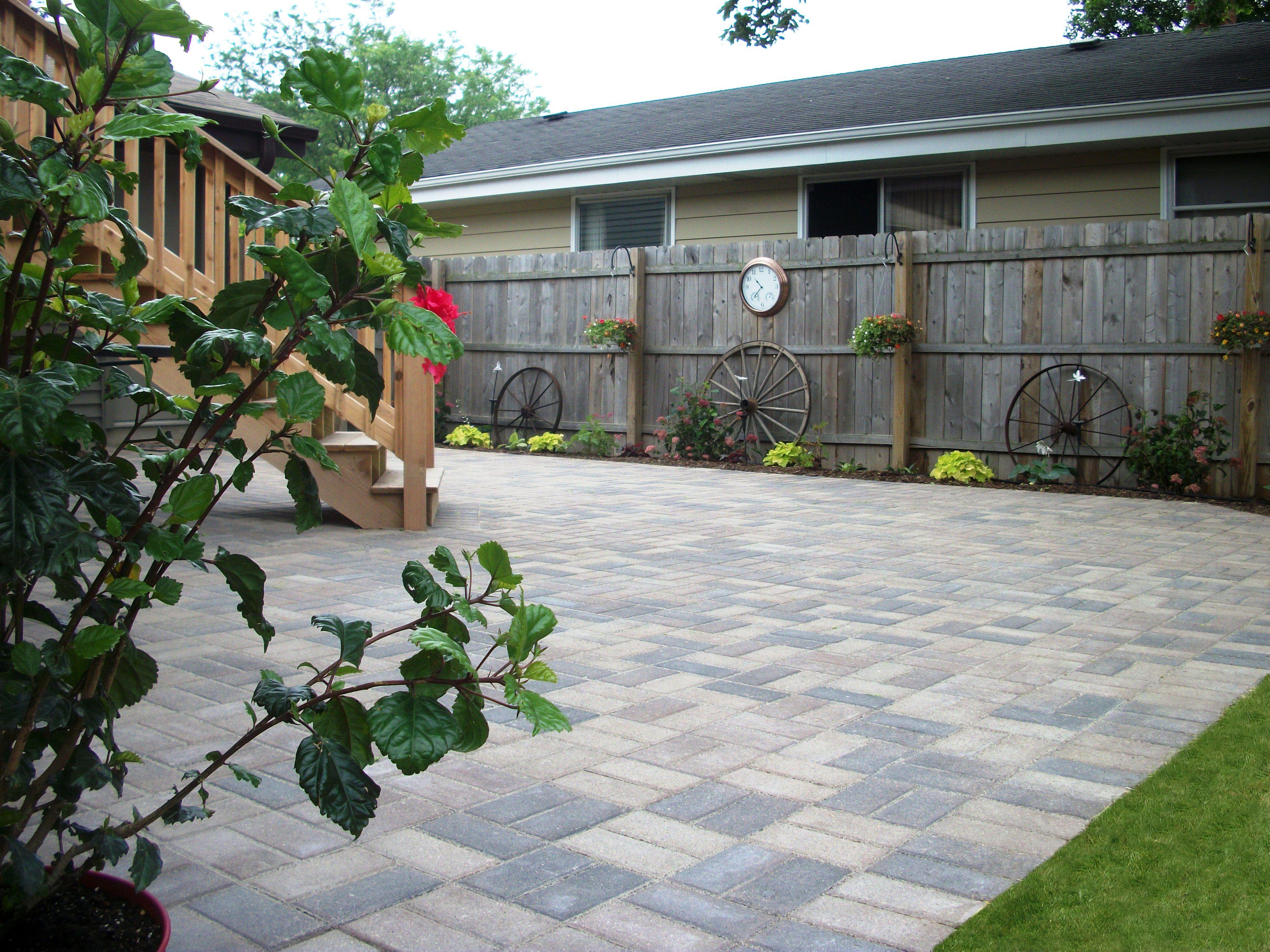 grow rite design unilock hollandstone patio in the color sierra
