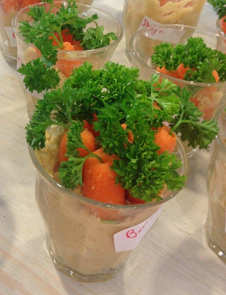 Kids party treat: carrots in the ground (homemade hummus) | Kindertraktatie: worteltjes in de grond (zelfgemaakte hummus) | Recipe on www.francescakookt.nl