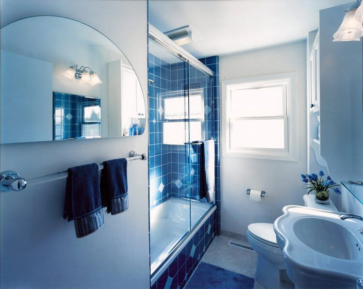 22 Fabulous Bathroom Blue Ideas Blue Small Bathrooms Small Bathroom Traditional Bathroom