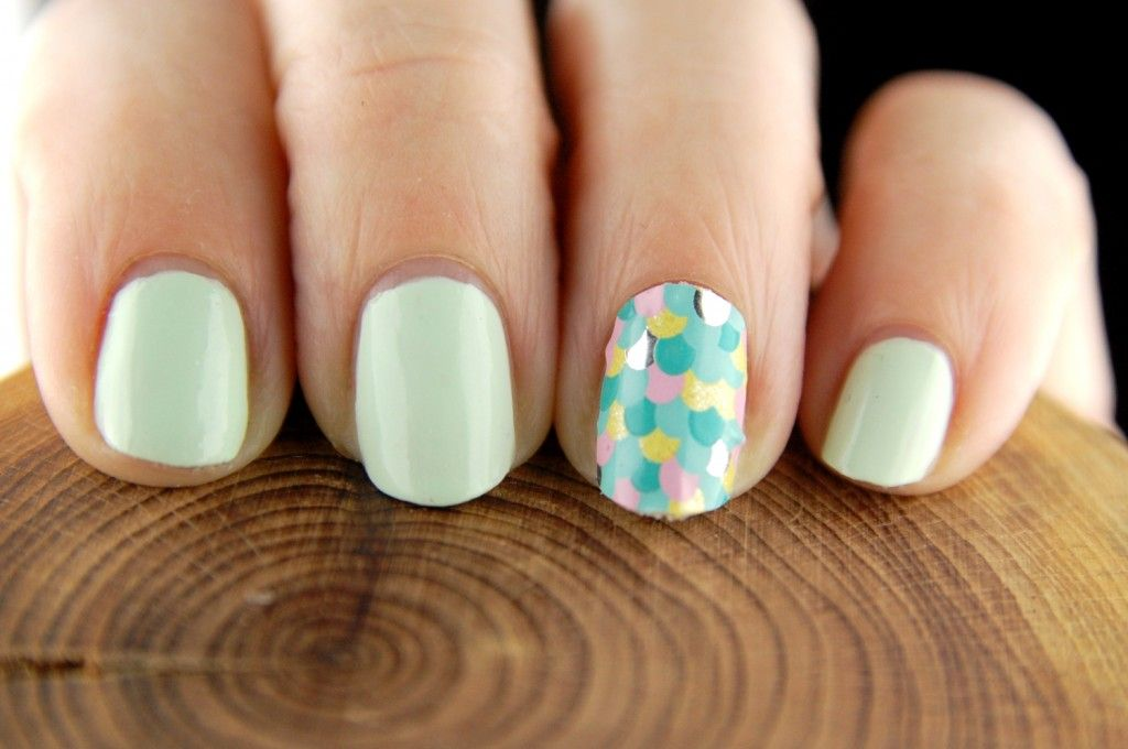 Easter nail art Loreal Mint Glacee Avon Avon Nail Art Design Strips  Stickers Sun Worshipper - Easter Nail Look With L'oreal Mint Glacee Nail Polish And Avon
