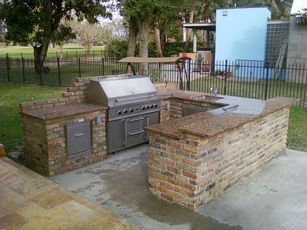 Kitchen Good Looking Outdoor U Shape Lowes Kitchen Design Using Brick  Kitchen Counter Including Brown Granite