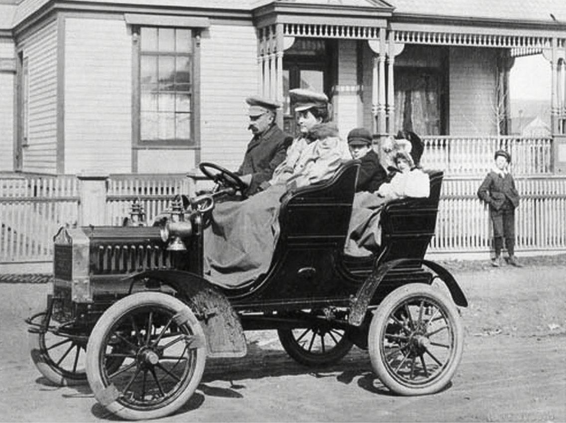 Medicine Hat\'s first automobile 1905 | Cars In Context | Pinterest