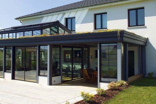 Agrandissement de maison  12 vérandas de pointe Outdoor dining - maison avec toit en verre