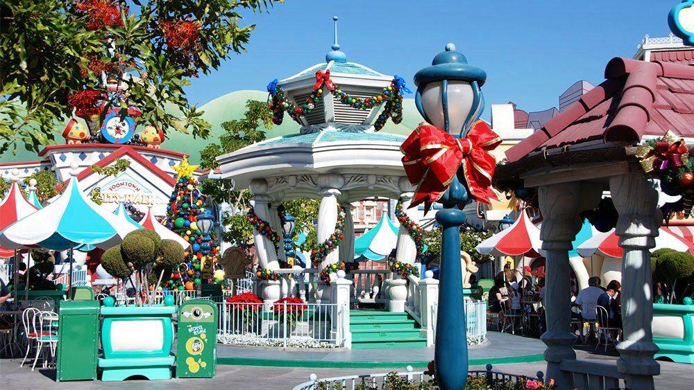 Christmas at Disneyland Beautiful | Usa Tourism | Pinterest