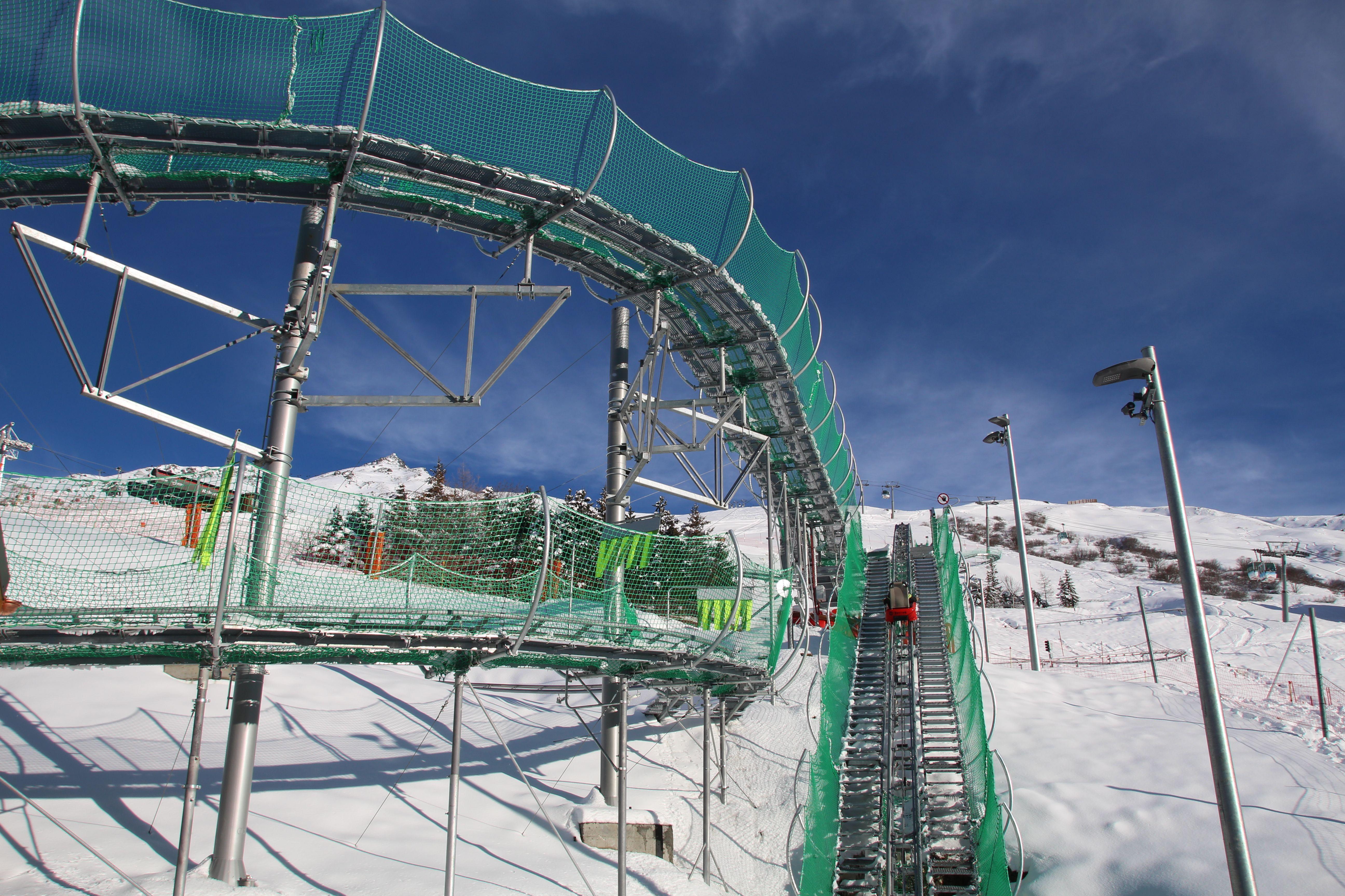 Speed Mountain Luge Sur Rails Ouverte Hiver Et Ete Luge Winter Activities Skiing