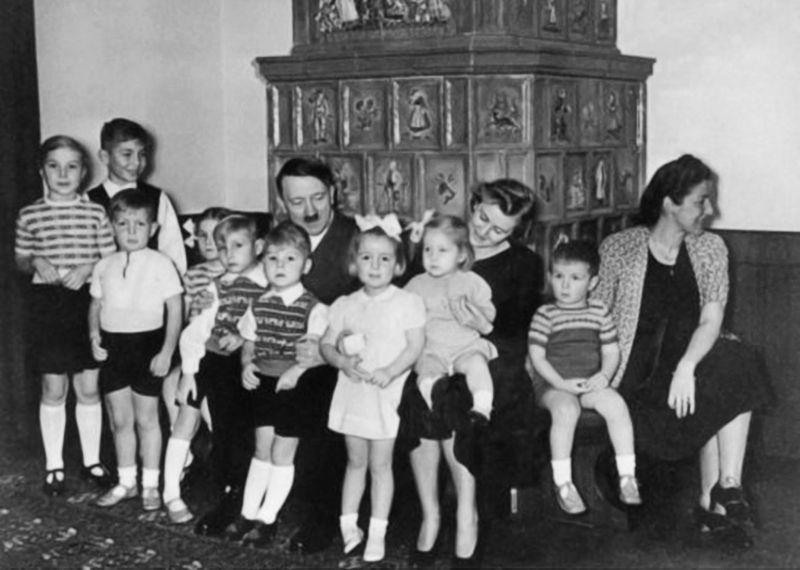 December, 1939 photo of Hitler, Eva Braun and Gerda ...