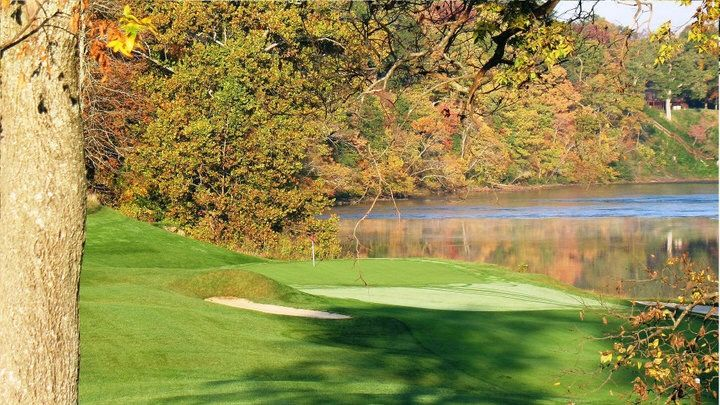 Pete Dye River Course - hole # 3 green beside the New River.