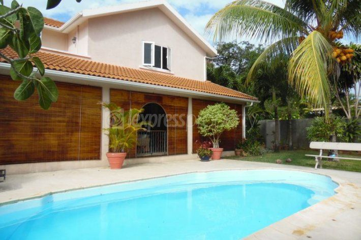 Maison/villa - 3 chambres - 220m²