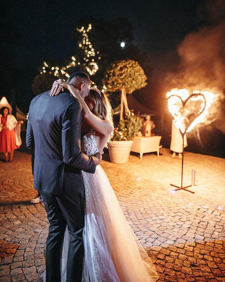 Sarah Harrison En Instagram Magical Moment Wedding Hochzeitstanz Aladin Fliegmitmirumdiewelt Love Hochzeitstanz Partner Fotoshooting Hochzeit