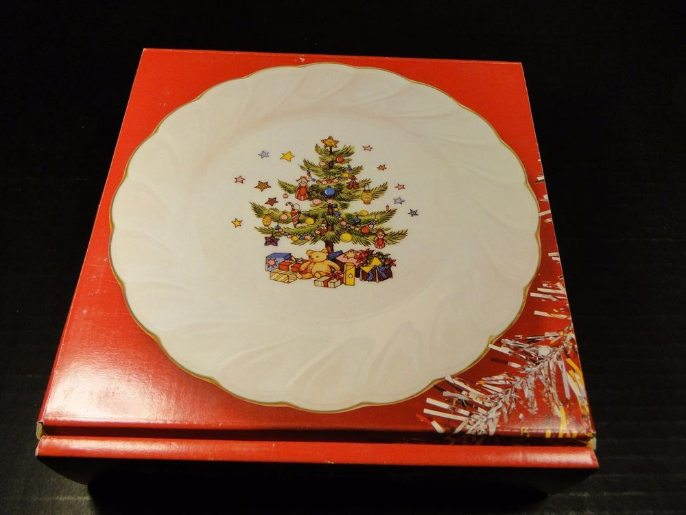 Nikko Happy Holidays FOUR Salad Plates 7 3/4  Christmas Tree Orig Box EXCELLENT & Nikko Happy Holidays FOUR Salad Plates 7 3/4
