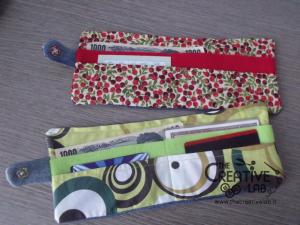 e64a938578 Scopri come realizzare un portafoglio di stoffa fai da te riciclando dei  vecchi jeans
