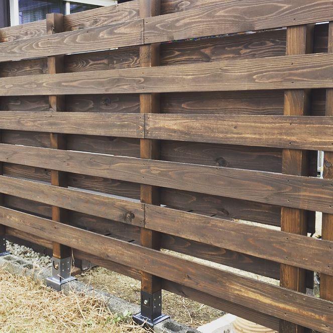 木製フェンス ホームセンター に売ってある 柱固定金具 を使用して