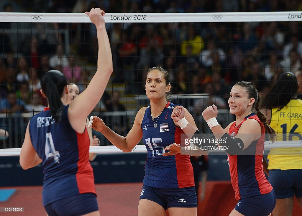 Us Lindsey Berg Logan Tom And Nicole Davis Celebrate During The Women Volleyball Celebrities Toms