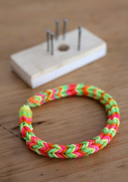 Loom bands, Rubber band crafts