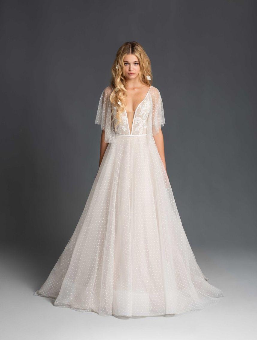 The Latest Trends From New York Bridal Fashion Week Spring Wedding Dress Wedding Dresses Blush Winter Wedding Dress [ 1135 x 858 Pixel ]