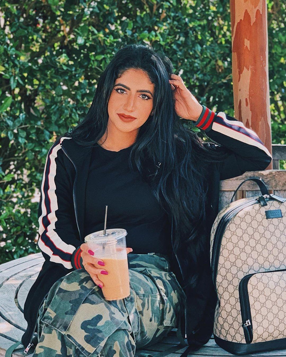 نور ستارز Noor Stars On Instagram Eid Mubarak Everyone Happyeid كل عام وانتم وعائلتكم و كل من تحبوه بالف خير يا رب و Girls Be Like Stylish Girl Stars