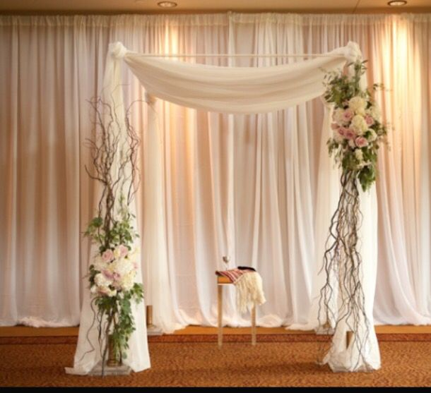 I only like the flowers & branches on the side. ( ceremony)