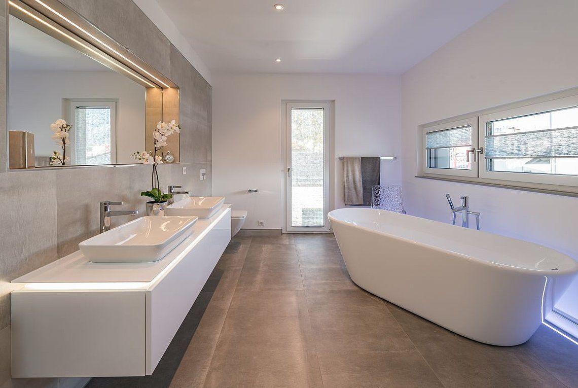 Musterhaus San Diego Rensch Haus Uber 140 Jahre Fertighauser Badezimmer Ideen Grundriss Eckbadewanne In 2020 Fertighauser Musterhaus Badezimmereinrichtung