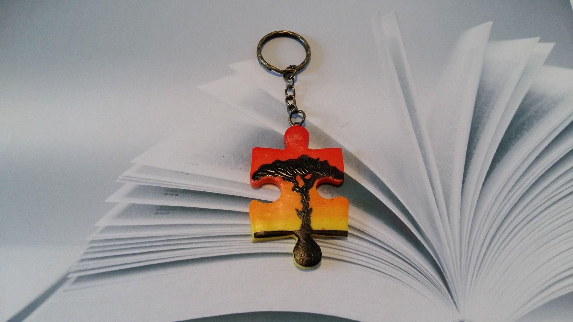 porte clefs puzzle arbre en p te fimo fait main porte. Black Bedroom Furniture Sets. Home Design Ideas