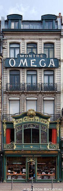 A la cloche d'Or, Rue des Manneliers, Lille, France | Paris