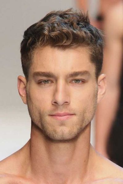 cortes-de-pelo-y-peinados-para-hombres-con-cabello-ondulado-o-rizado