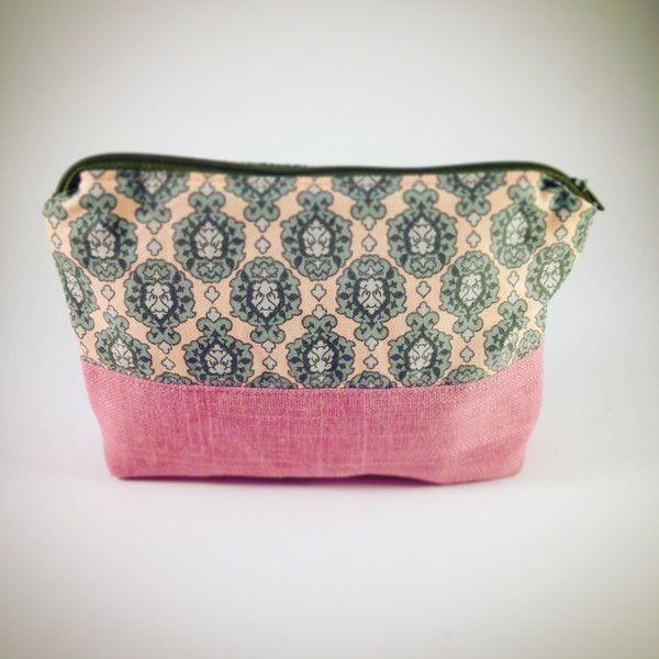Schminktäschchen - ♥ Kosmetiktasche Barock (rosa) ♥ - ein Designerstück von PetiteEtoile-Berlin bei DaWanda