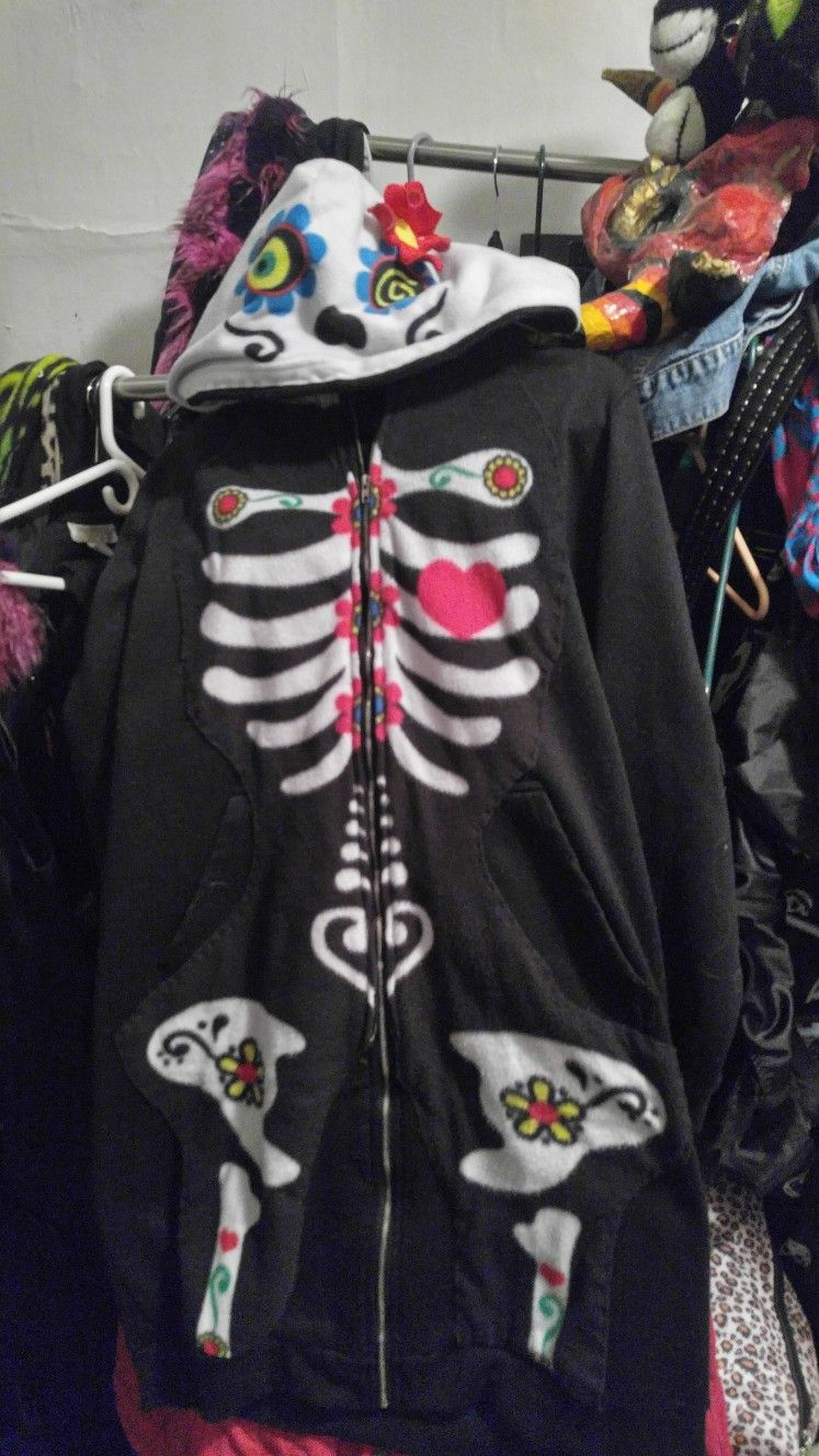 Cut up adult onesie to become a fabulous patch and hood cover on my extra  long hoodie. cdad45360