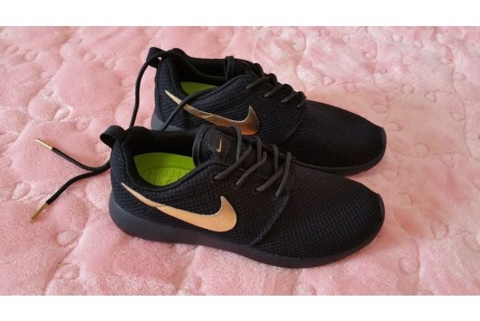 nike roshe run id colorways meaning