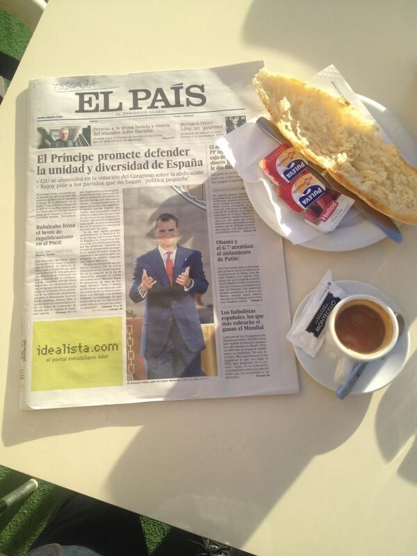 Andalusian breakfast and catching up on the latest happenings. Typically Spanish. Follow him: @cortadoingles