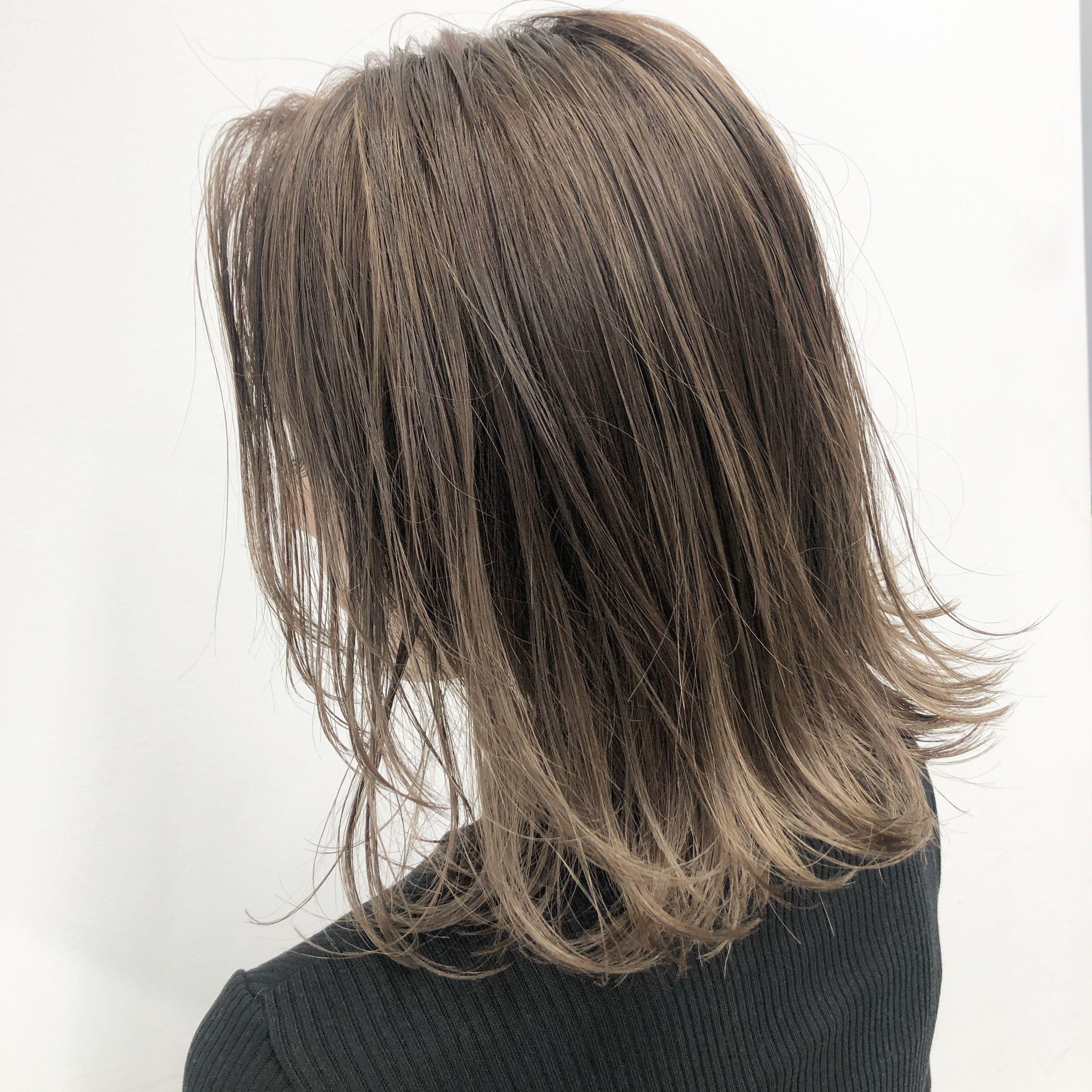 ミルクティーベージュ 外国人風カラー 髪色 ミルクティー オンブレヘア ミディアム ヘアカラー