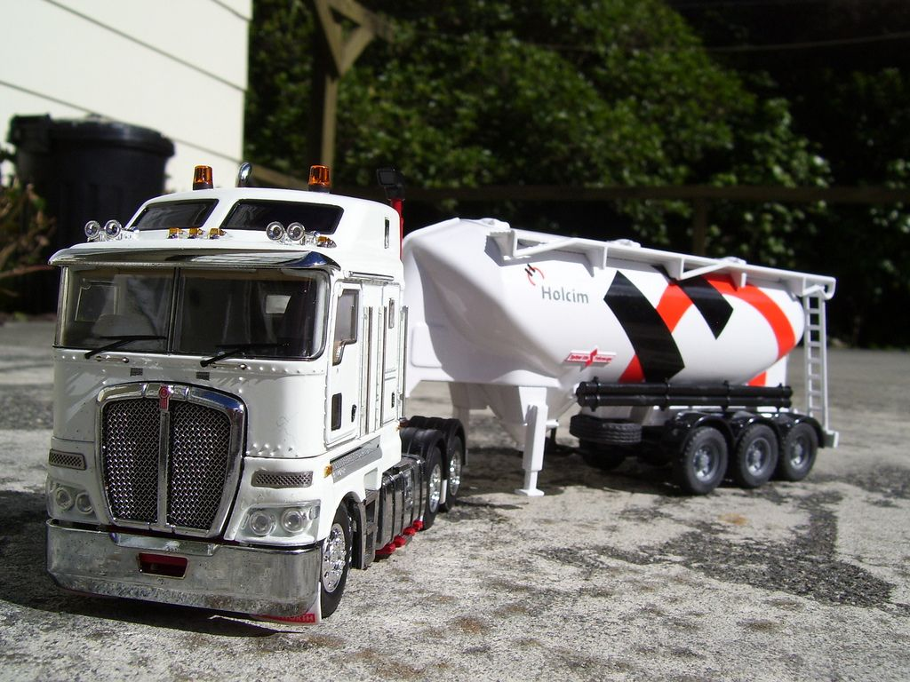 1 50 scale die cast model white kenworth k200 tractor unit with a