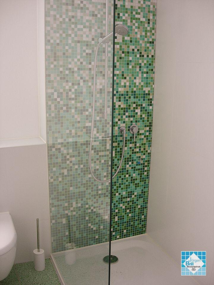 Glasmosaik Farbverlauf senkrecht in der Dusche