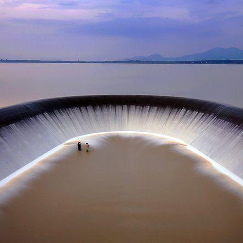 De tirar o fôlego Waterscape em Rayong, Tailândia