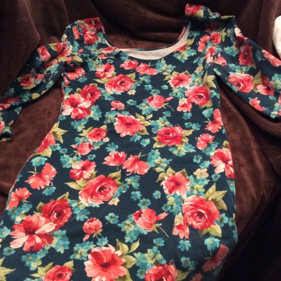 Forever 21 floral stretch mini dress Form fitting mini dress. Very stretchy and totally cute with some shades and boots!! Says large but could easily fit medium. Normal wear. Forever 21 Dresses Mini