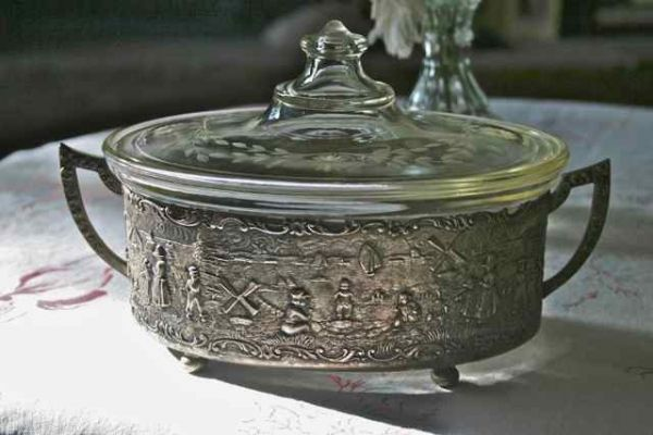 Vintage Pyrex Etched Glass Casserole And Silver Plate