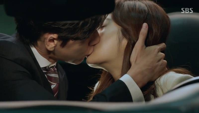 Park Hae Jin and Kang So Ra share a sweet kiss in 'Doctor