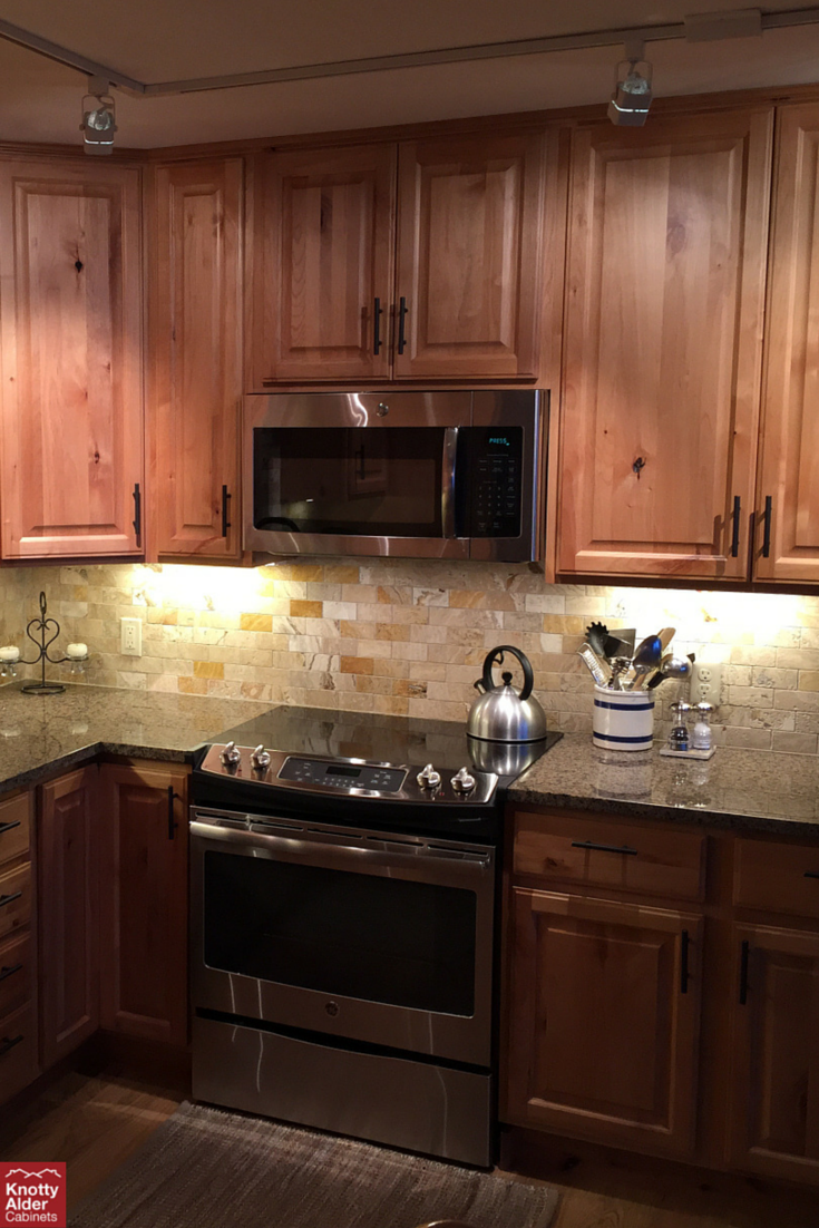Knotty alder cabinets natural stain knotty alder for Brown kitchen cabinets with black granite