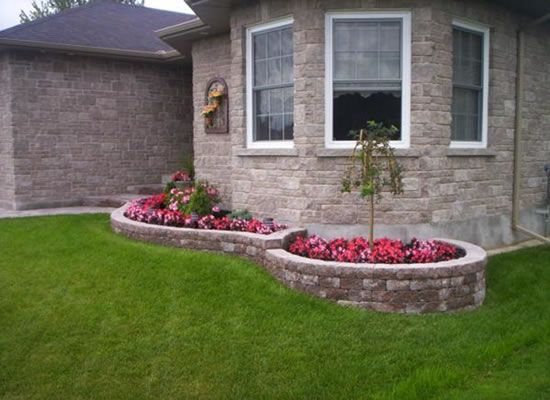 Front yard shrub bed landscaping small house front yard for Front yard flower bed designs