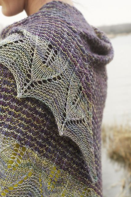 Ulmus pattern by Kirsten Kapur | Sock in Abril and Indiecita colors.
