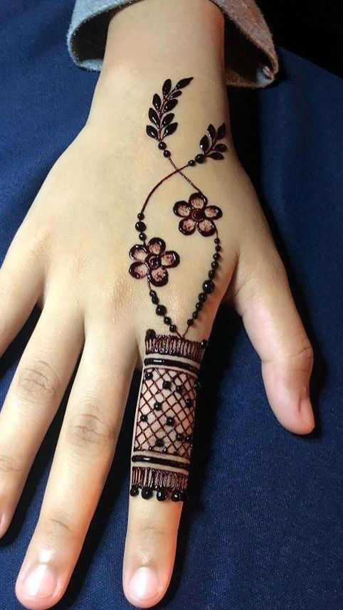Henna Hand Image By Eva Lindaas In 2020 Henna Tattoo Designs