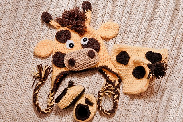 Ravelry: Gary the Giraffe SET (Booties, diaper cover, hat) pattern ...