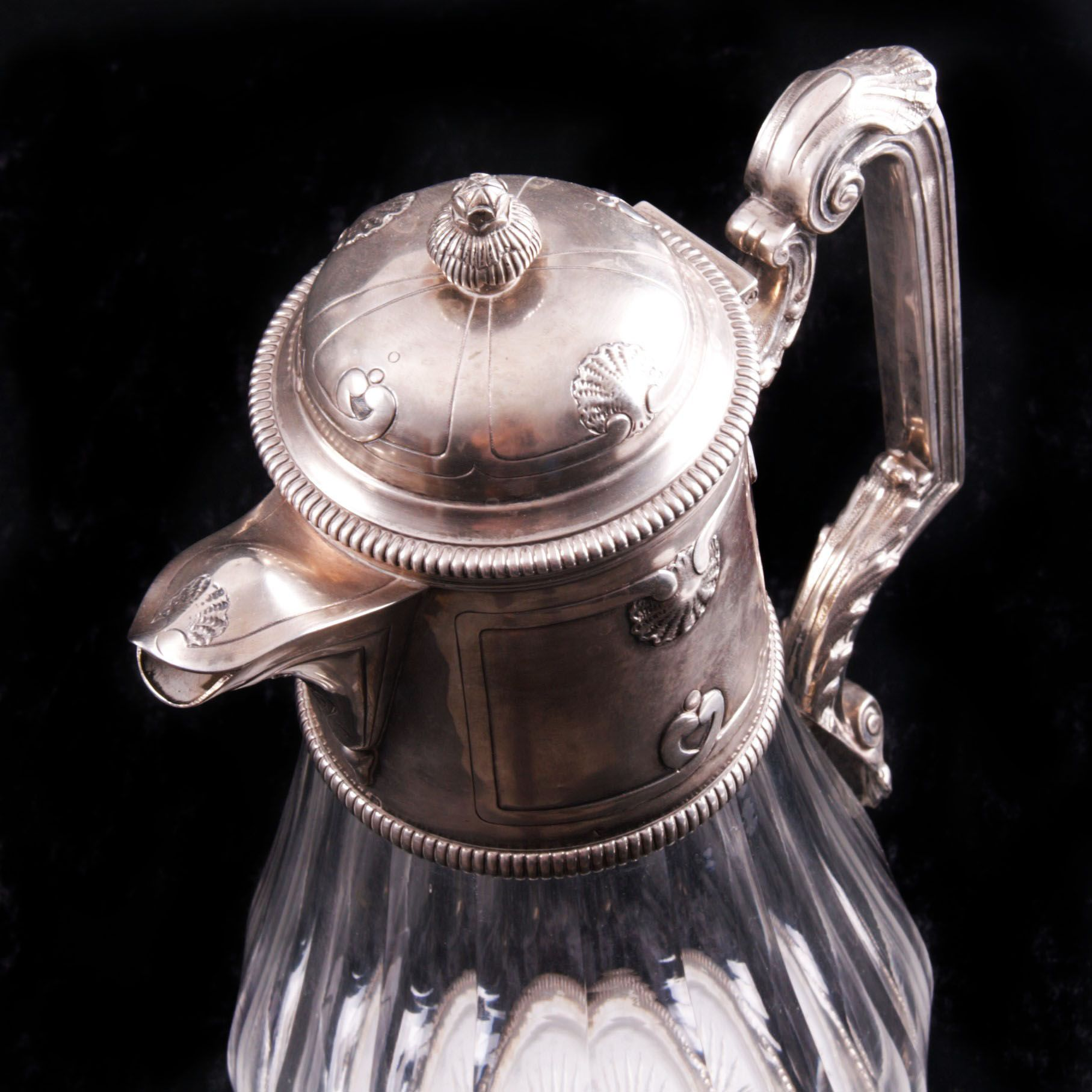 French silver mounted decanter.  950 silver fineness mark, late 19th century.     Height: 31 cm. Weight: 1688 g.