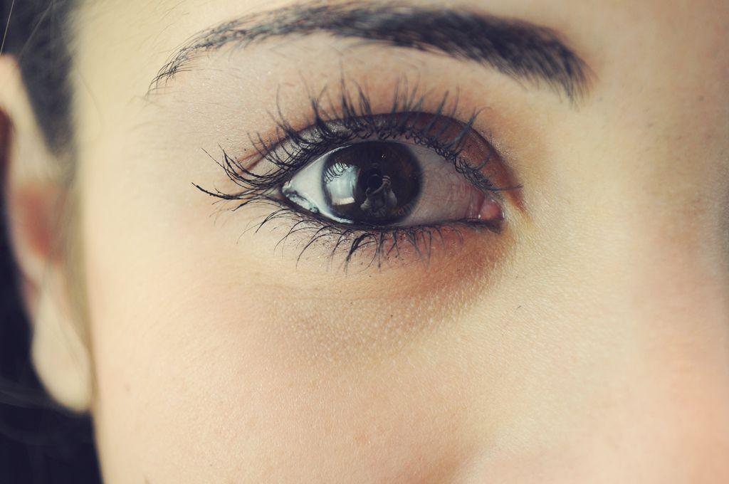 how to avoid mascara under eyes