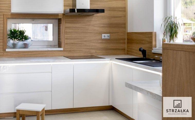 Kuchnia Biala Schody Strzalka Kitchen Cabinets Home Decor Room Divider